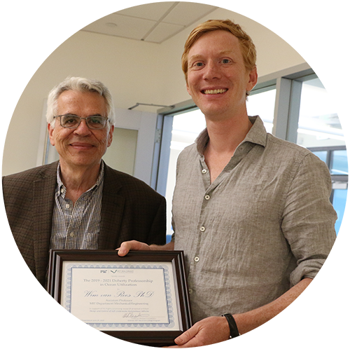 Michael Triantafyllou and Wim van Rees holding his MIT Doherty certificate