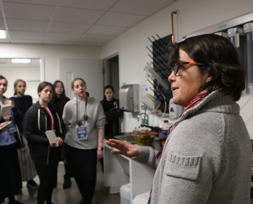 Carolina Bastidas, MIT Sea Grant Research Scientist, speaks to a group of female students in the lab.